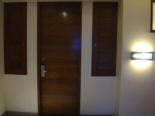 ファミリールームドア