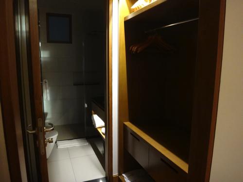 ファミリールーム バスルーム1
