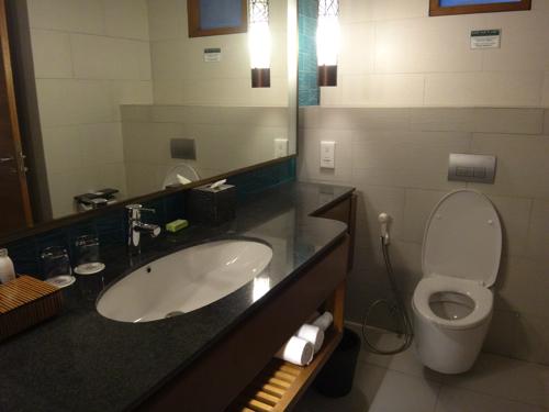 ファミリールーム 洗面台&トイレ