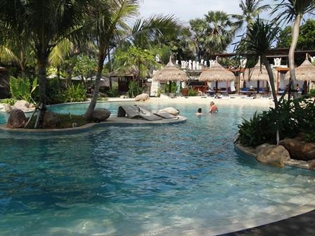 バリマンディラビーチリゾート&スパ メインプール