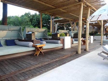 バリマンディラビーチリゾート&スパ アズールビーチクラブのデイベッド