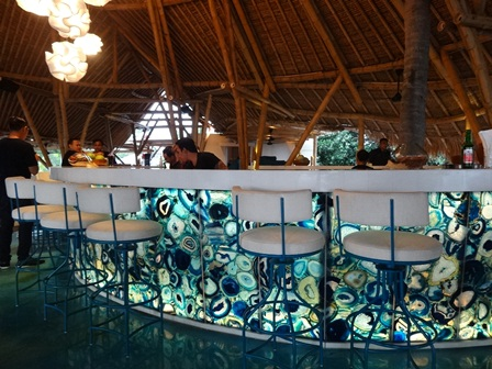 バリマンディラビーチリゾート&スパ アズールビーチクラブの2階
